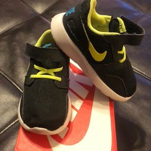 Nike Kaishi infant size 7 black/lime green